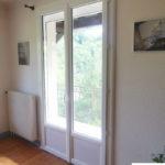Porte-fenêtre en PVC avec soubassement